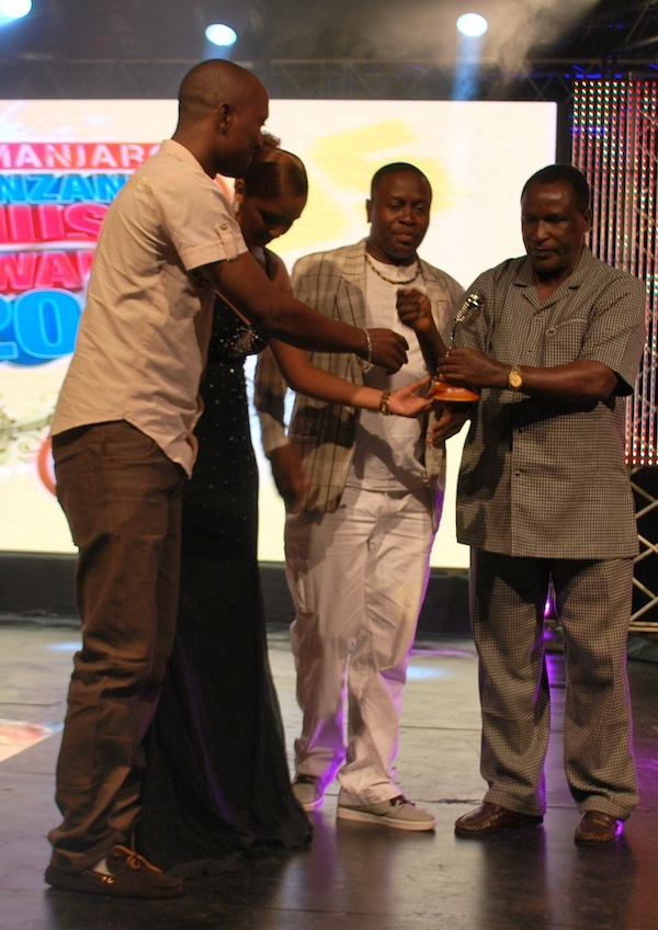 Best East African Song - Kigeugeu by Jaguar