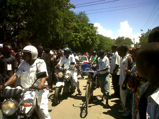 Police escorting the body to the Kinondoni cemetery