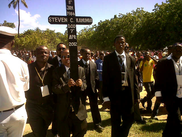 Steve Nyerere carrying Kanumba's cross