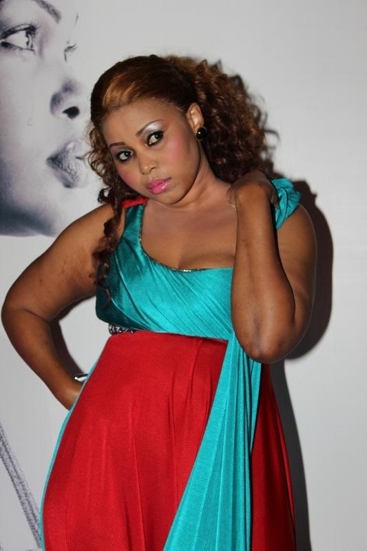 Snura Akipozi kwenye red carpet