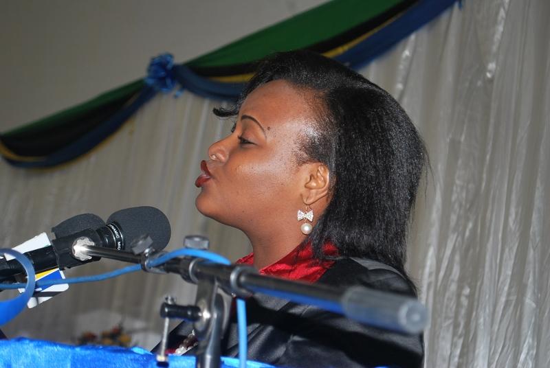 Esther Wasira akitoa hoja kwenye mdahalo