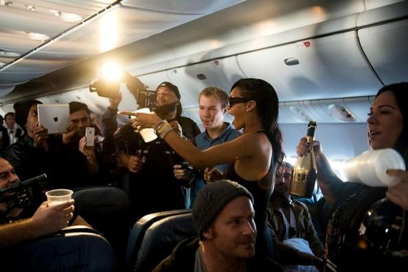 Rihanna+Rihanna+s+777+tour+nZ8ZGQsP2lEl (594x396)