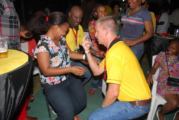 Mkurugenzi mtendaji wa SBL bwana Steve Gannon akicheza na Caroline.