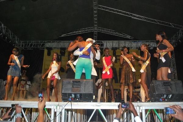 Koffi olomide akijiachia na Mmoja wa washiriki wa taji la Miss east Africa