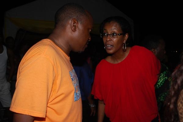 CEO wa Clouds Media Joseph Kusaga akiteta na mkurugenzi mwenza Mama Juhaina Kusaga