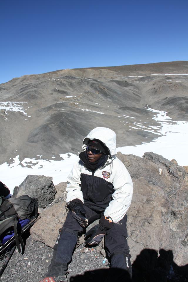 Jide akiwa kileleni mwa Mlima Kilimanjaro