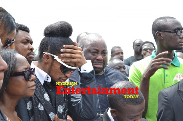 Denrele-and-Dele-Momodu-crying-600x399