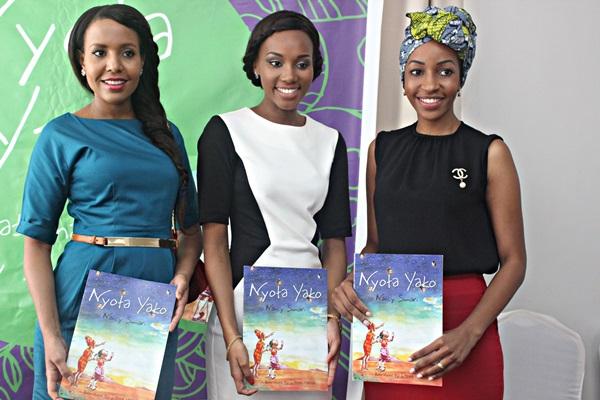 Mamiss Tanzania wa zamani wakiwa wameshikilia kitabu hicho