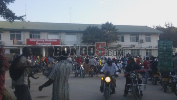 Mwili ukiingia maeneo ya Hospitali ya Muhimbili ukiongozwa na pikipiki