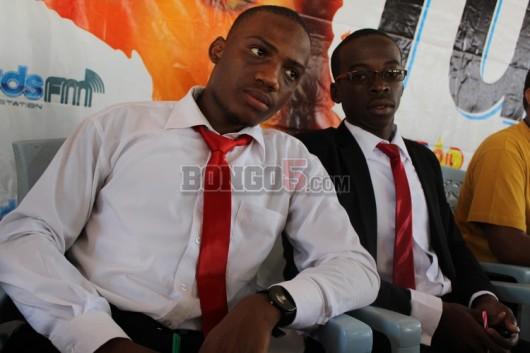 Wanafunzi wa Chuo cha Utumishi wa umma Mtwara ,Edward Kasawa kulia na