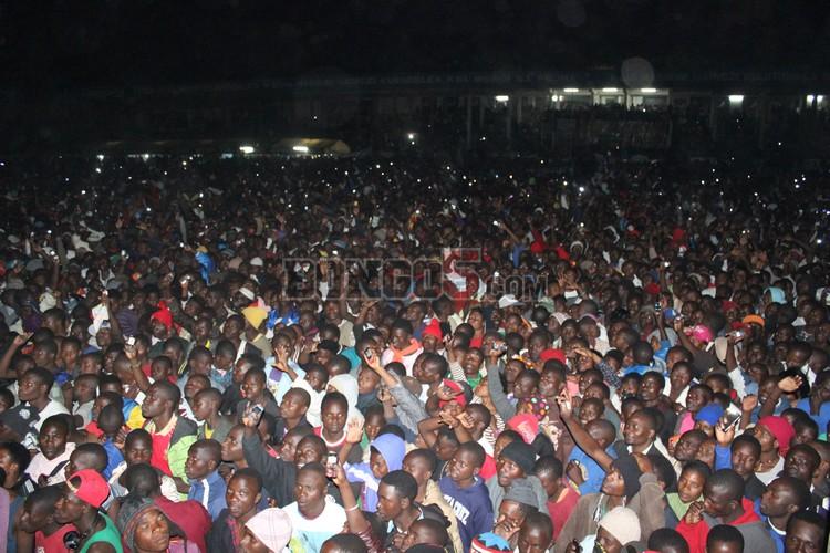 Wakazi wa Mbeya wakiwa kwenye serengeti fiesta 2013