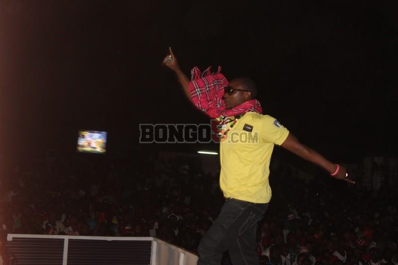 Chid Benz akiwa katika show ya fiesta Dar.