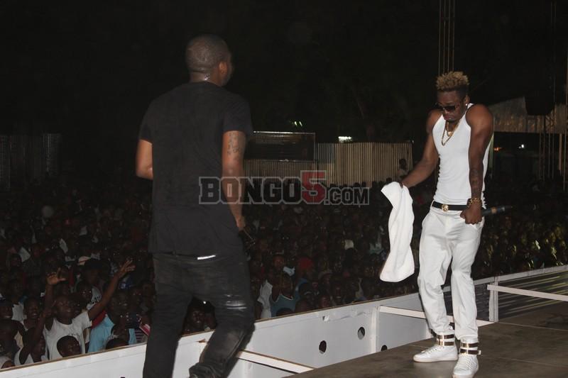 Diamond na Davido wakifanya show fiesta Dar ,noma sana.