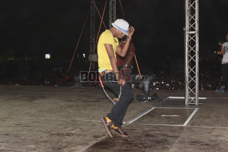 TID akifanya yake katika stage ya fiesta Dar.