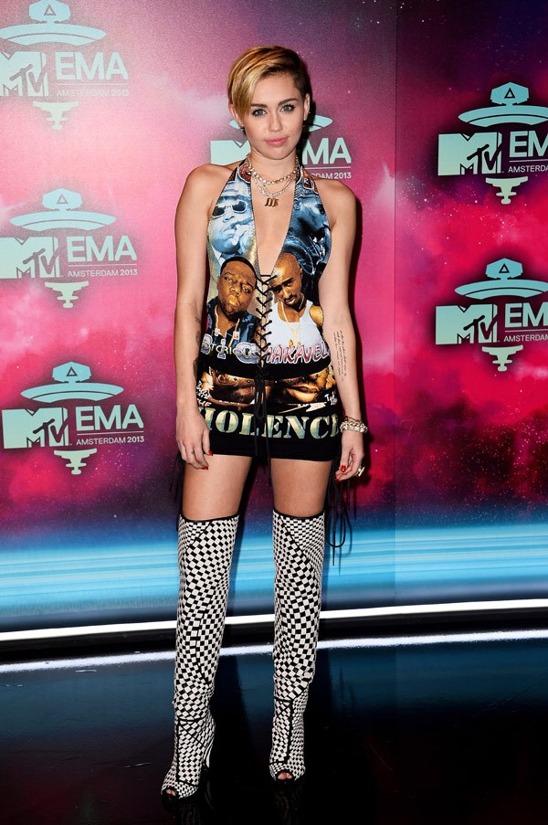 Red Carpet MTV Ema-Miley-cyrus