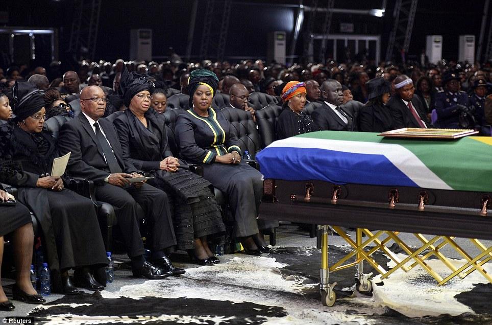 Mke wa zamani wa Mandela Winnie (kushoto) Rais Jacob Zuma na mjane wa Mandela Graca Matchel