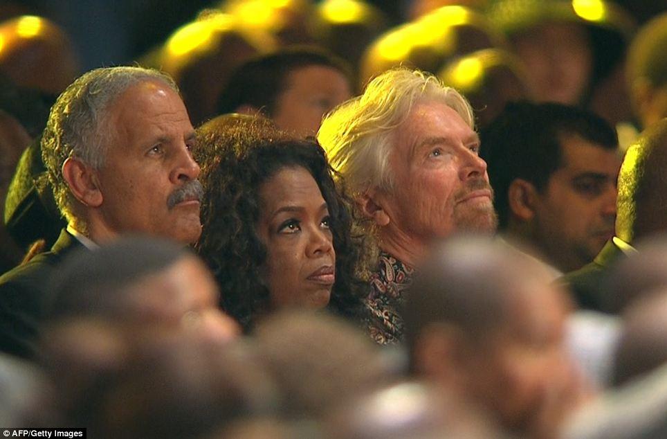 Oprah Winfrey (katikati) akiwa na mume wake Stedman Graham (kushoto) na bilionea wa Uingereza Richard Branson
