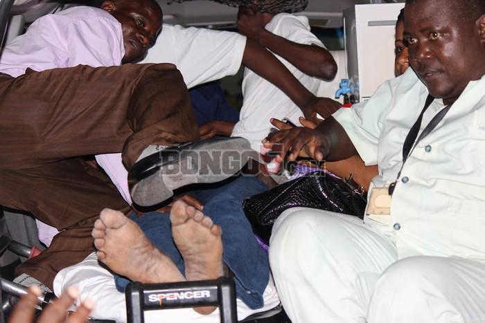 Shabiki akikimbizwa hospitali baada ya kuzimia.