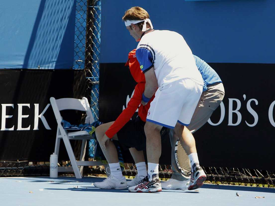ball-boys-are-fainting-in-the-108-degree-heat-at-the-australian-open
