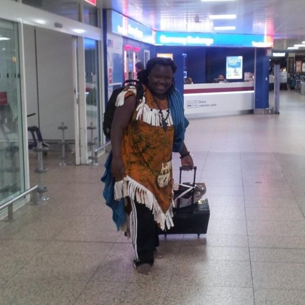 Mpoto akiwa uwanja wa ndege Dar es salaam akirejea toka Dubai