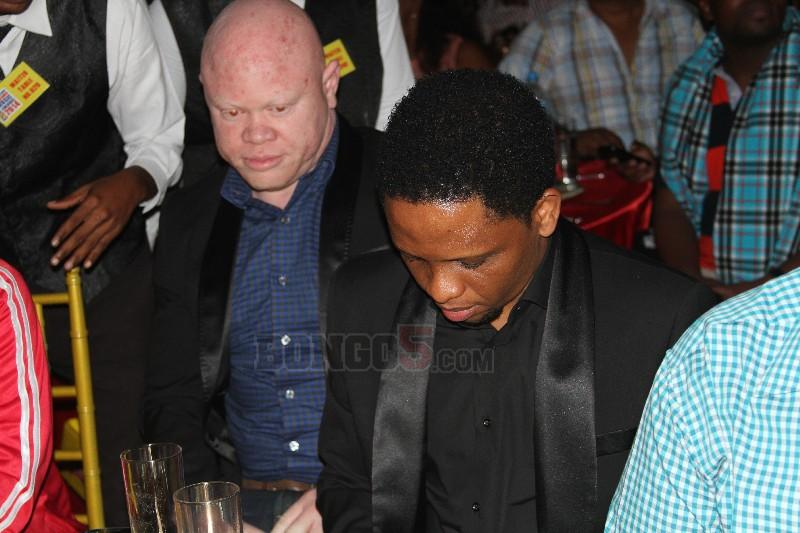 Mwana FA meza moja na Albino Fulani