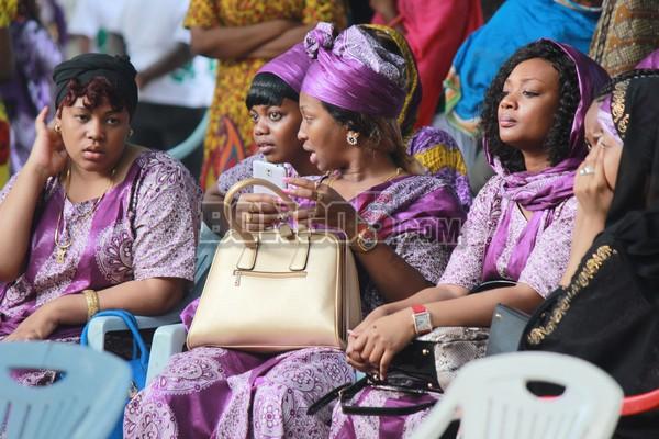 Aunt Ezekiel,Kajala pamoja na wenzake