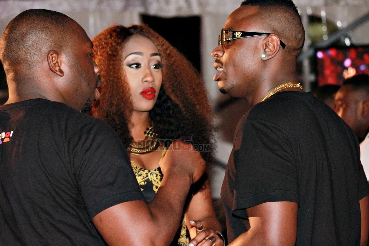 Victoria Kimani akiteta jambo na watu wake wa karibu