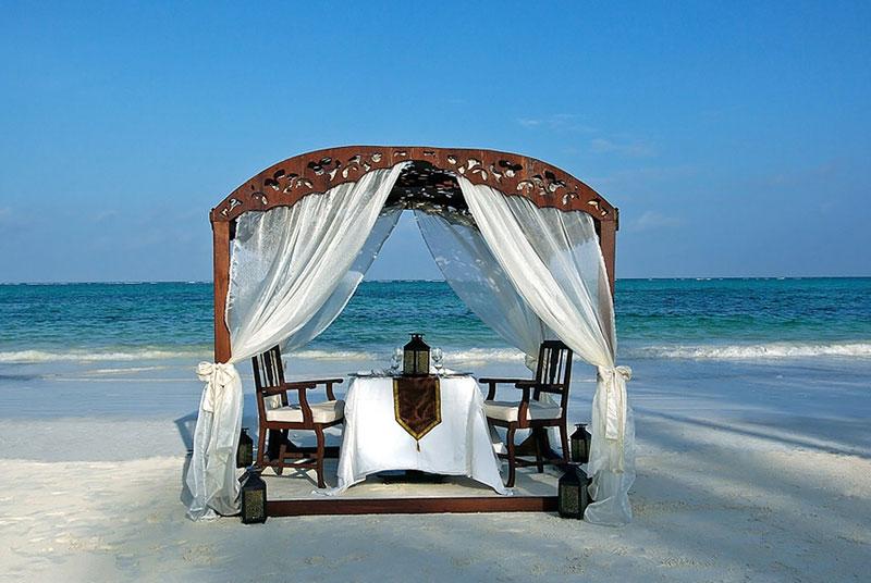 beach_dining_1