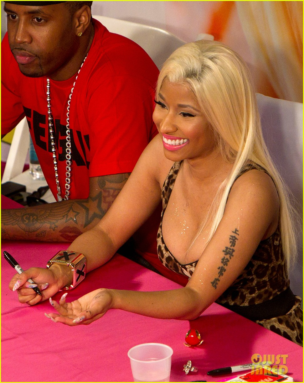 "Nicki Minaj Album Signing For ""Pink Friday: Roman Reloaded"""