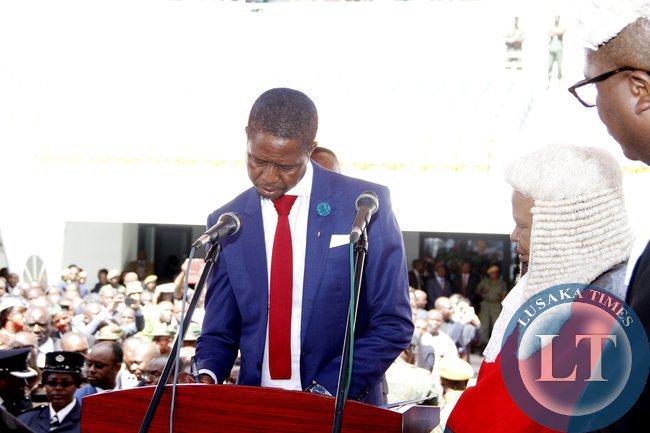 Picha: Sheria ngowi amvalisha Rais mpya wa Zambia Edgar Lungu wakati wa kuapishwa