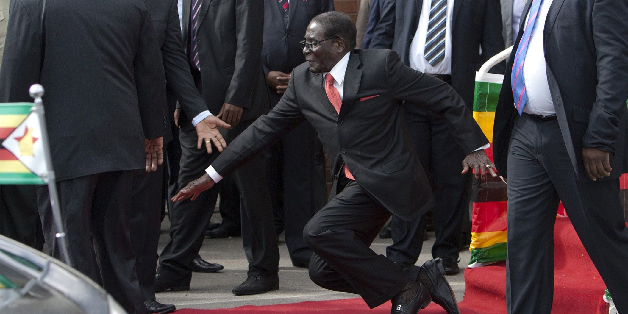 zimbabwe-dictator-mugabe-falls-down-steps-photographers-forced-to-delete-images