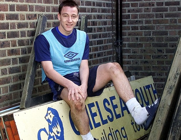 YOUNG CHELSEA DEFENDER JOHN TERRY PICTURED AT HARLINGTON TRAINING GROUND.PIC DAVE SHOPLAND