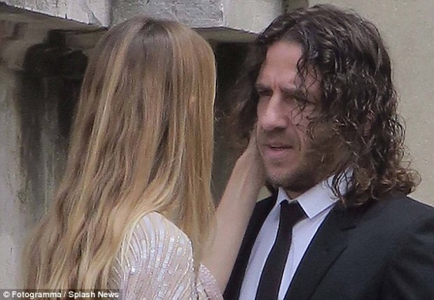 3544EE2300000578-3641380-Eto_os_former_Barcelona_team_mate_Carles_Puyol_attended_the_cere-m-60_1465923435385