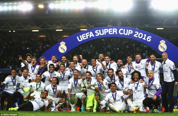 370D3D1700000578-3732024-The_Real_Madrid_players_celebrate_on_Rosenborg_s_Lerkendal_Stadi-a-37_1470780133796