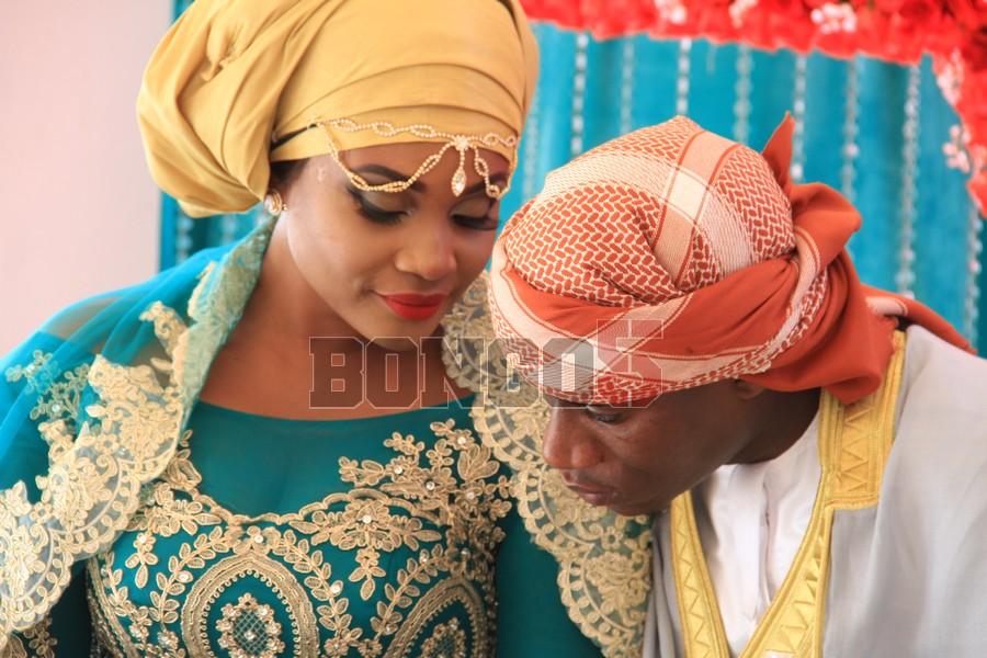 Shamsa akiwa na mume wake, Rashidi aka Chidi Mapenzi